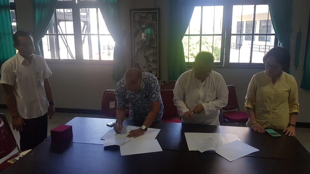 Penandatanganan MOU antara UNISM dan SMK 1 Gambut