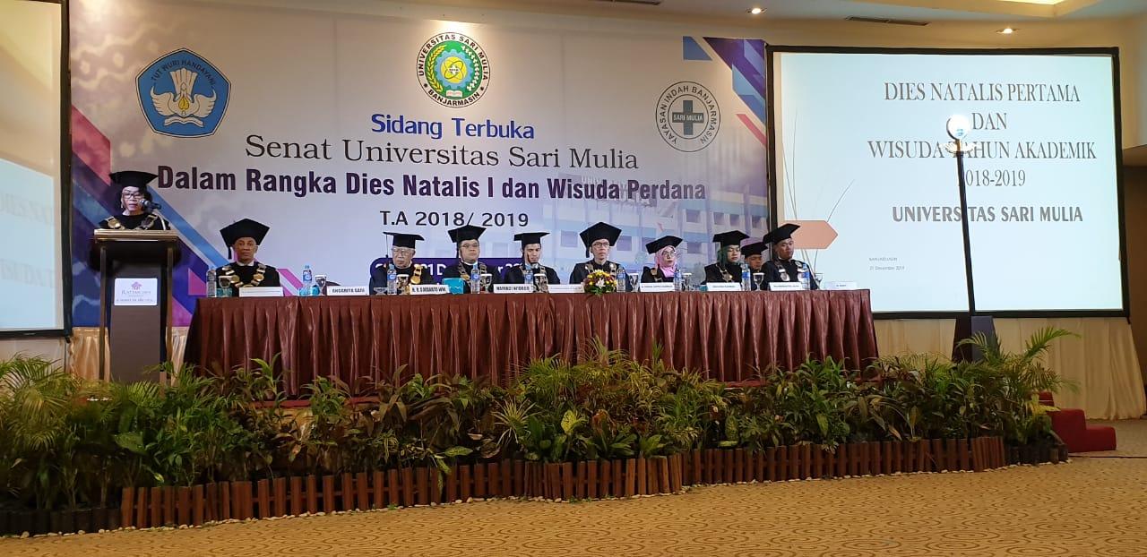Wisuda Perdana Universitas Sari Mulia