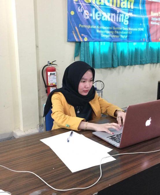 Mahasiswi Farmasi sebagai Delegasi KNMIPA 2020